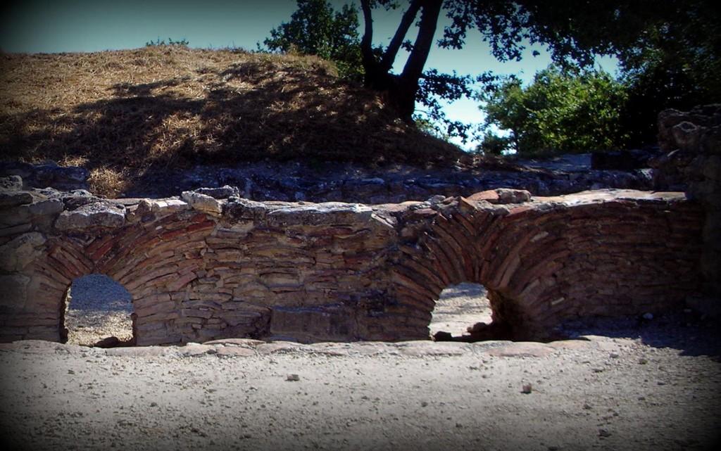 """Vestiges archéologiques, oppidum d'Entremont, """"les fours"""""""