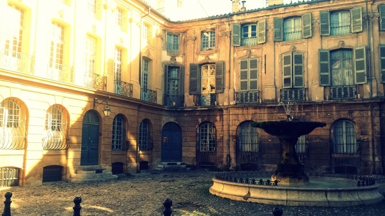 Fontaines et places de la ville d'Aix